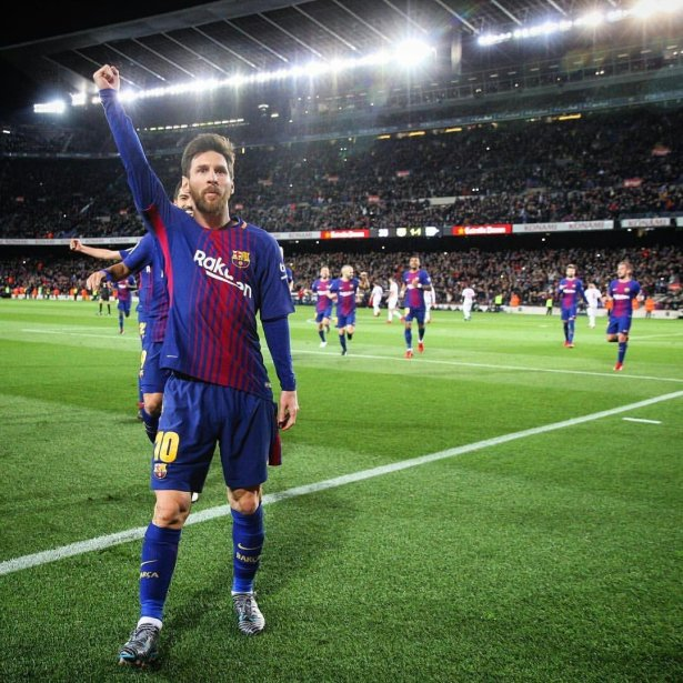 Messi puño TL
