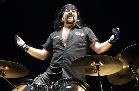 vinnie-paul-live-smile-2014-ap-billboard-1548